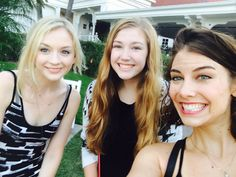 EMILY KINNEY AND LAUREN COHAN ~ WITH A VERY LUCKY FAN AT SAN DIEGO COMIC CON ~ I'M SO VERY JEALOUS !  24 JULY 2014
