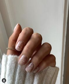 In search for some nail designs and ideas for your nails? Here is our list of must-try coffin acrylic nails for cool women. Minimalist Nails, Design Ongles Courts, Ten Nails, Bride Nails, Wedding Nails, Neutral Nails, Short Nail Designs, Stylish Nails, Nagel Gel