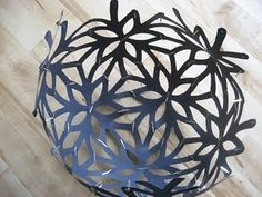 DIY - Make this David Trubridge Floral Globe Light knockoff - Template & Tutorial Origami Lamp, Origami Paper Art, Diy Paper, Paper Crafts, 3d Origami, Cardboard Crafts, Globe Light Fixture, Light Fixtures, Puzzle Lights