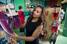 Bethlehem Tilahun spotted her opportunity in the growing demand for eco-responsible products abroad. Without having any prior knowledge about the craft itself, she decided to take the risk and start her own footwear company.