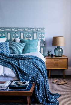 If you've decided to put up your house or apartment for sale, you should know that the interior design trends can affect the property value. Brown Bed Linen, Neutral Bed Linen, Best Bedroom Paint Colors, Interior Design Trends, Bedroom Turquoise, New Beds, Cool Beds, Living Room Sofa, Luxury Bedding