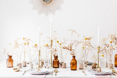 The decoration brings the occasion into a different level. On top of that, your guests will definitely see your extra effort in welcoming them. So, we have come up with these lovely rustic decor ideas to make your table centerpiece look more shining. Wildflower Centerpieces, Rustic Centerpieces, Mesa Floral, Deco Table Noel, Table Set Up, Table Arrangements, Table Flowers, Decoration Table, Bud Vases