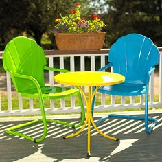 I inherited two chairs like this when I bought my house. I totally want to paint them bright colors and put them near the fire pit.