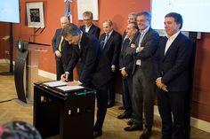 El Gobierno Nacional firmó un Acuerdo Sectorial para la promoción y desarrollo de la Biotecnología   El Gobierno Nacional firmó ayer un Acuerdo Productivo con el sector de Biotecnología en el marco de los acuerdos específicos de mejora de la competitividad sectorial orientados a acelerar inversiones e incentivar la creación de empleo. Argentina ya ha logrado avances y logros en este sector: es líder y pionera regional en la producción de anticuerpos monoclonales para tratamientos contra el…