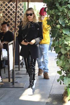 Hailey Bieber and Justin Bieber at Il Pastaio in Beverly Hills 11092019 celebrity fashion bareminerals celebrityfashion celebritystyle celebritystreetstyle streetstyle streetfashion haileybaldwin haileybieber justinbieber Haley Baldwin Style, Estilo Hailey Baldwin, Celebrity Outfits, Celebrity Style, Fashion Models, Fashion Outfits, Womens Fashion, Justin Bieber, Patent Leather Leggings