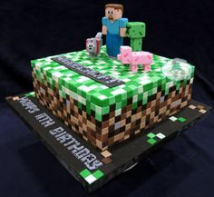 Image from http://cdn.craftsy.com/upload/2461092/project/245356/full_2727_245356_MinecraftCake_5.jpg.