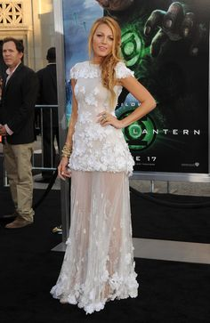 "Blake Lively Photos - Premiere Of Warner Bros. Pictures' ""Green Lantern"" - Arrivals - Zimbio"