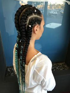Teal feed in cornrows