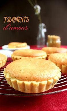 torments of love. sponge cake tarts topped w/ coconut jam + custard w/ cinnamon Cherry Desserts, Gourmet Desserts, Mini Desserts, Cake Recipes From Scratch, Easy Cake Recipes, Dessert Recipes, Coconut Jam, Kaya, Desserts With Biscuits