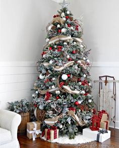 Choose the Best Christmas Tree decorating ideas. These Christmas Tree decorations are the best & trending Christmas decorations ideas of the year. Flocked Christmas Trees, Beautiful Christmas Trees, Noel Christmas, Country Christmas, Winter Christmas, Christmas Tree Ideas, Xmas Trees, Simple Christmas, Christmas Tree Red And Silver