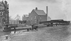 Note the horse drawn carriage, Britannia Hotel on the left and lock keepers cottages. There were three more pubs very close by. In view from the left are and pits. is obscured by the cottages. Life Pictures, Life Pics, As Time Goes By, Coal Mining, Horse Drawn, Family History, Bridgewater Canal, Louvre, England