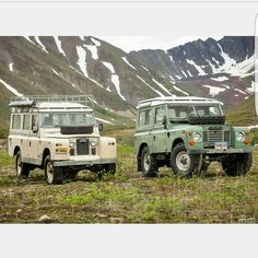 Land Rover 109 Serie II A SWB and Land Rover 88 Serie III Sw Safari top. So nice…