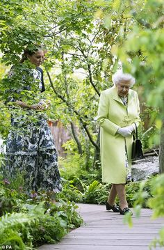 20 May 2019 - Kate welcomes William, Queen Elisabeth II and other members of the Royal family to 'Back to nature' garden at the Chelsea Flower Show - dress by Erdem Prince Michael Of Kent, Prince Phillip, Prince William And Kate, William Kate, Duchess Kate, Duchess Of Cambridge, Ran Nfl, Royal Uk, Elisabeth Ii