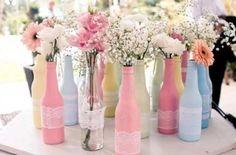 Dicas de enfeites criativos para decorar mesas de casamento. Confira: http://enfimnoivei.com/enfeites-mesa-casamento/