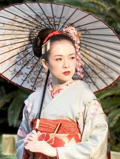 Memoirs of a Geisha, costume design by Colleen Atwood. Geisha Make-up, Geisha Japan, Japanese Geisha, Japanese Kimono, Japanese Art, Japanese Beauty, Beau Film, Rob Marshall, Geisha Costume
