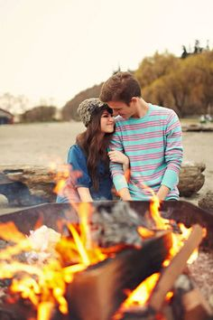 15 Engagement Shoot Ideas for Fall, I am in love I want my engagement photos and wedding in the fall... struggles