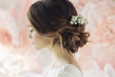 Side view of woman with brown balayage wavy hair in loose chignon updo wedding hair Chignon Updo Wedding, Bridal Updo, Loose Chignon, Bridal Headpieces, Flower Girl Updo, Flower Girl Hairstyles, Best Wedding Hairstyles, Bride Hairstyles, Hairstyle Wedding