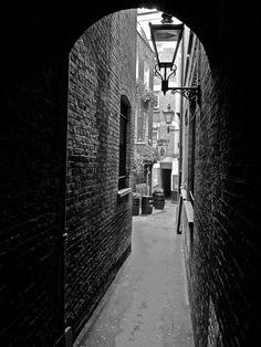 Mitre Tavern, Hatton Garden (from Spitalfields Life). Magic Garden, Hatton Garden, Outdoor Garden Decor, London Pubs, Brick Lane, Pub Crawl, Vintage London, Brickwork, Diy Planters