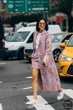 New York Fashion Week Street Style Is Here, So We've Got Like a Million Outfit Ideas Now Street Look, Street Chic, London Fashion Weeks, Ny Fashion Week, Tokyo Fashion, India Fashion, Street Style Trends, New York Street Style, New York Style