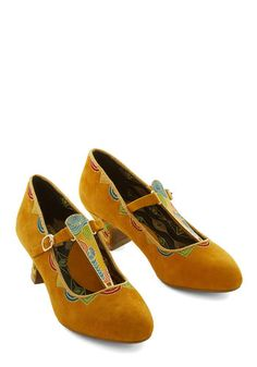 Concentrate on Concentric Heel. When puzzling over your choice of footwear, focus your attention on these noteworthy goldenrod kitten heels by Miss L Fire. #gold #prom #modcloth