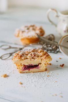 Käsekuchen Muffins mit knusprigen Streuseln und Brombeeren - Cheesecake Muffins / Cupcakes with Crumble and Blackberry