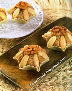 I Cook Different Tunisian Food, Middle Eastern Desserts, Algerian Recipes, Recipe Mix, Arabic Food, Sweet Desserts, International Recipes, Biscuits, Food And Drink