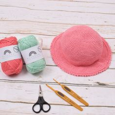 The most wonderful summer hat for the little ones. The hat comes in size months and you can apply little flowers and a cute edge if you want. Crochet Baby Hat Patterns, Diy Crochet And Knitting, Crochet Baby Hats, Crochet Hooks, Knitted Hats, Crochet Summer Hats, Baby Sun Hat, Little Flowers, Crochet For Beginners