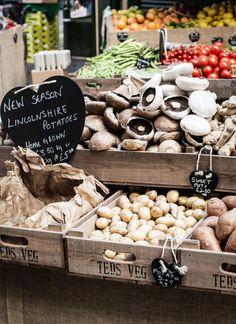 Mushrooms and potatoes vegetable shop, vegetable stand, fresh market, farm shop, farm Farmers Market Display, Farmers Market Recipes, Market Displays, Produce Displays, Produce Stand, Fruit Displays, Vegetable Shop, Vegetable Stand, Healthy Cat Treats