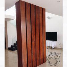 Columnas revestidas en madera de #tzalam. Un toque de estética para cualquier espacio. Diseño:#creaticastudio. #tricasa #woodwork #group #excelenciaencarpinteria #tumejoropcion