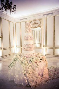 This wedding cake was clearly made for a star, a former Miss USA to be exact: http://www.stylemepretty.com/2015/04/21/miss-usa-says-i-do-in-a-glamorous-ballroom-affair/  Photography: Select Studios Photography