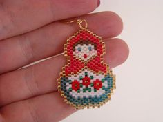 Beaded Matryoshka Doll Earrings by verabeads on Etsy Pony Bead Patterns, Peyote Patterns, Beading Patterns, Pony Bead Crafts, Beaded Ornament Covers, Seed Bead Projects, Beaded Banners, Beaded Boxes, Beaded Christmas Ornaments