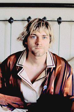 """""""J'attachais beaucoup d'importance à leur opinion, ça pour pouvoir faire ce que je voulais, j'avais besoin d'un minimum de fans. Jamais j'aurai parlé en ces termes à l'époque.""""   #KurtCobain #music #Nirvana Nirvana Art, Nirvana Kurt Cobain, Kill Your Friends, Kurt And Courtney, Hot Band, Guitar For Beginners, Music People, Wearable Technology, Rock Legends"""