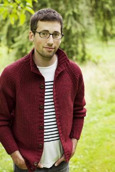 Brooklyn Tweed Ranger cardigan is perfect for a casual, layered look. Cardigan Pattern, Sweater Knitting Patterns, Knitting Designs, Knit Patterns, Knit Cardigan, Mens Knit Sweater Pattern, Knitting Sweaters, Brooklyn Tweed, The Cardigans