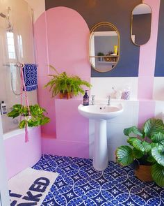 Retro Interior Design, Bathroom Interior Design, Dream Home Design, House Design, Decorating Your Home, Interior Decorating, Modern Bathroom Decor, Bathroom Inspiration, House Colors