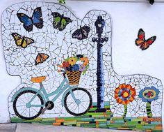 Mosaic Garden Art, Mosaic Flower Pots, Mosaic Wall Art, Mosaic Diy, Mosaic Crafts, Mosaic Projects, Mosaic Glass, Mosaic Tiles, Bicycle Decor
