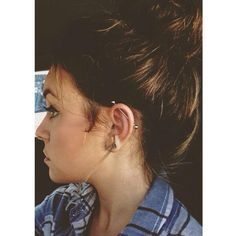 Does anyone on here have a scaffold/industrial piercing? Just wanna know how easy it is to manage :)
