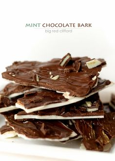 mint chocolate bark. so easy peasy and fast.  bigredclifford.com #blogherholidays #chocolate #candy