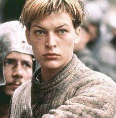 "Milla Jovovich en ""Juana de Arco de Luc Besson"" (The ..."