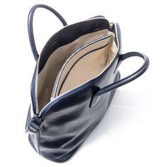 マイロゴ/スモール  商品コード:V4D74-021-000U-RD  販売価格(税込):561,600円  カラー:ネイビー 金具:ロジウムメッキ サイズ:44.5 x 33 x 17cm  開閉はジップ ショルダーストラップ付き ライナーは革張り #valextra #mylogo #bag