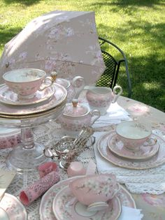 . . . Cabin & Cottage : Rachell Ashwell & A Little Mad Tea Party