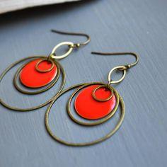"""4 mentions J'aime, 1 commentaires - Et Pourquoi Pas cbl (@etpourquoipascbl) sur Instagram : """"Rouge et bronze #handmade #vif #colourpop #peps #alittlemarket #rond #pendante #legere #minimaliste…"""""""