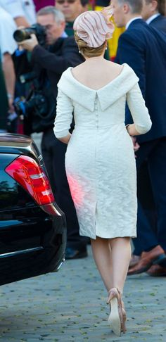 The back of Mathilde's dress for the abdication/inauguration. Gorgeous!