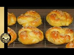 Cheese Bagels, Breakfast Snacks, Greek Recipes, Tasty Dishes, Doughnut, Hamburger, Good Food, Bread, Desserts
