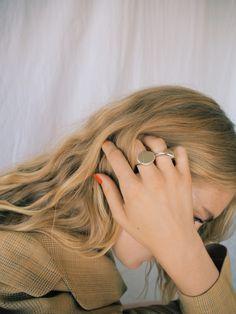 Hair Jewelry Acessories A simplistic shoot featuring newly found jewelry by Studio Mari. - A simplistic shoot featuring newly found jewelry by Studio Mari. Edita Vilkeviciute, Toni Garrn, Jolie Photo, Looks Vintage, Amanda Seyfried, Frida Gustavsson, Blonde Highlights, Hair Inspo, Celine