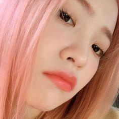 Instagram photo by Yeri • Sep 27, 2019 at 3:55 AM Seulgi, Sooyoung, Mamamoo, Red Velvet, Kim Yerim, Pink Aesthetic, Pink Hair, Kpop Girls, Girl Crushes