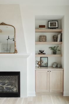 Fireplace Built Ins, Home Fireplace, Fireplaces, Home Living Room, Living Room Decor, Living Spaces, Living Room Inspiration, Home Decor Inspiration, Kitchen Inspiration