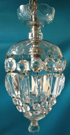 Bobeches and crystal mini chandelier Victorian Chair, Victorian Decor, Victorian Homes, Antiques For Sale, Old Antiques, Victorian Pictures, Lantern Chandelier, Buffet Lamps, Antique Lighting