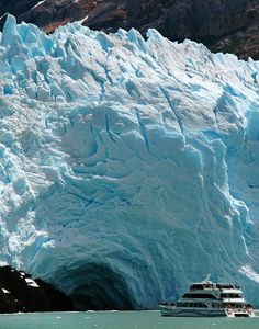 Cruise ship to Spegazzini Glacier in Patagonia, Argentina (by TomaB).