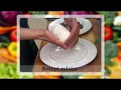 Vyzkoušejte si vyrobit domácí čerstvý sýr s bylinkami. Výroba domácího sýra je sice snadná, ale časově náročnější, výsledek však r