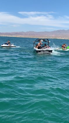 We had an awesome time at Lake Havasu riding speedboat, jet skis and pontoon. Lake Havasu Arizona, Lake Havasu City, Cool Pictures Of Nature, Travel Pictures, Best Travel Sites, Cool Instagram, Applis Photo, Going On Holiday, Beautiful Places To Travel
